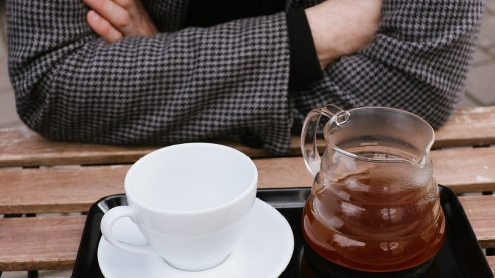Lo mejor es esperar a que se enfríe el té un poco antes de beberlo