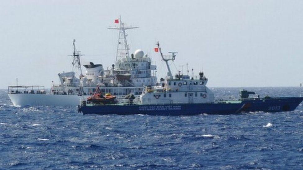 Việt Nam phải ngưng khoan dầu khí ở Biển Đông