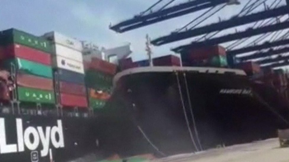 Container ships collide in Karachi