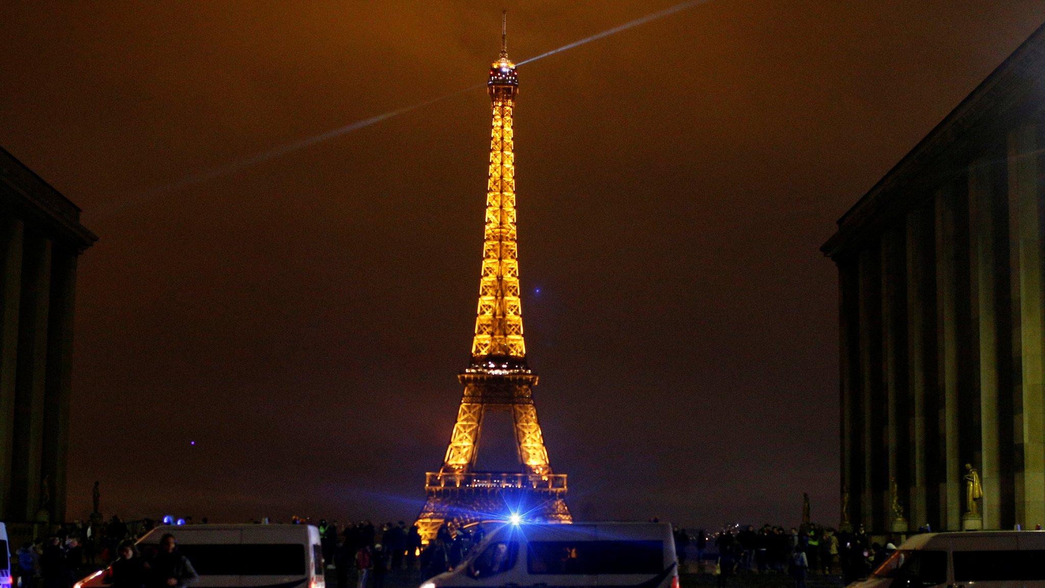 France protests: Tourist sites to close on Saturday amid Paris riot fears