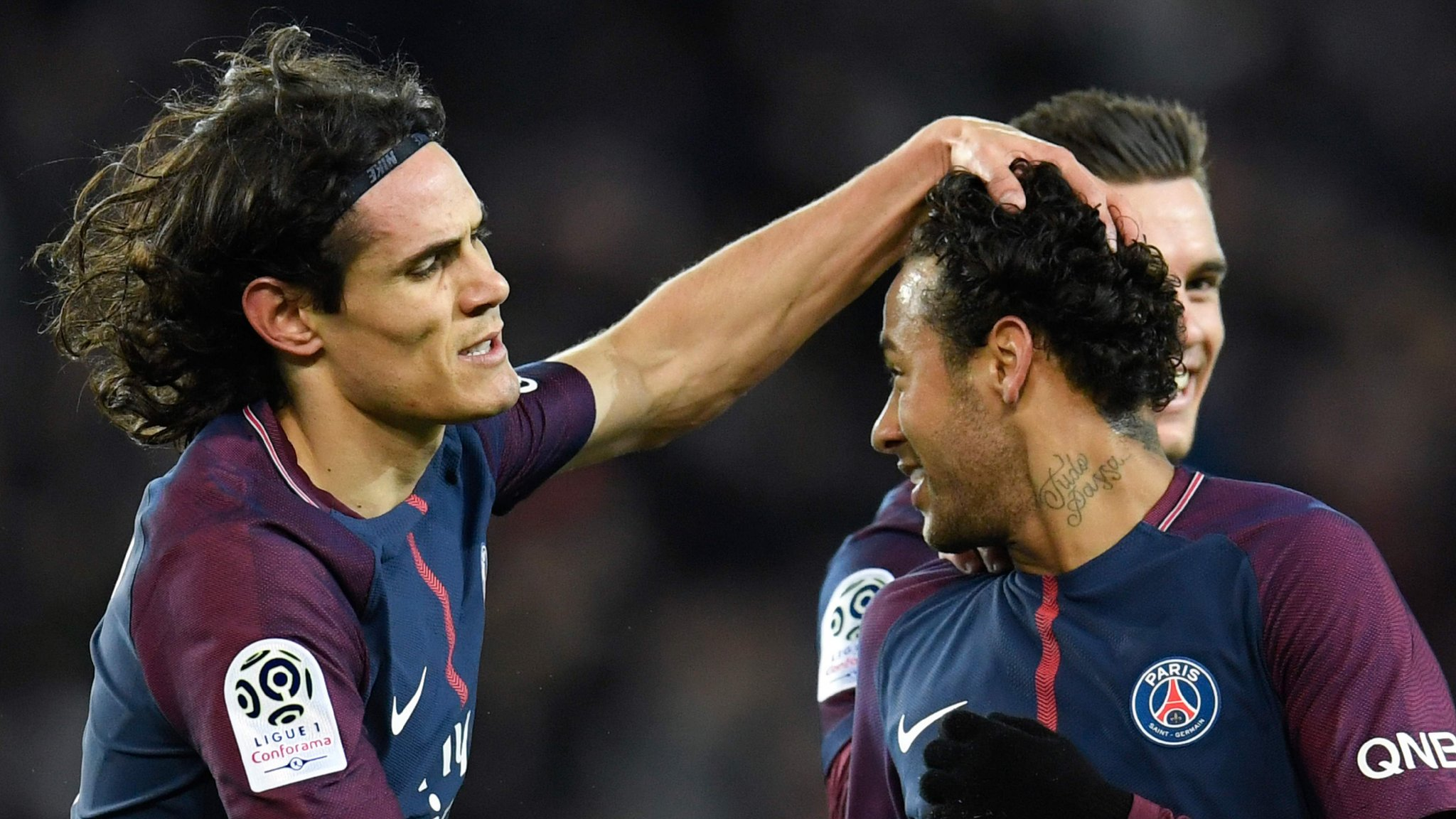 Emery defends Neymar after crowd turns on four-goal forward