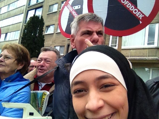 Zakia Belkhiri's selfie with far-right anti-Islam group