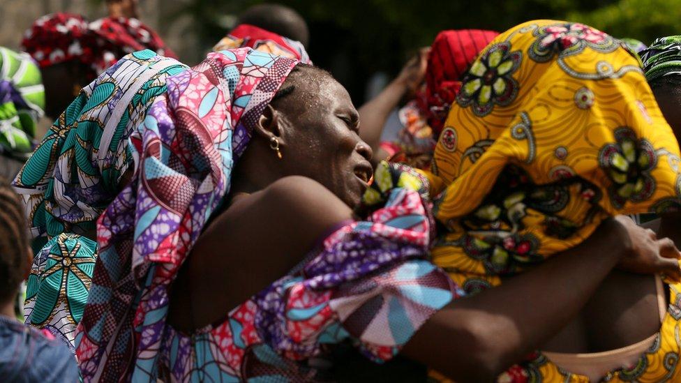 Niñas de Chibok reunidas con sus familias en Abuja