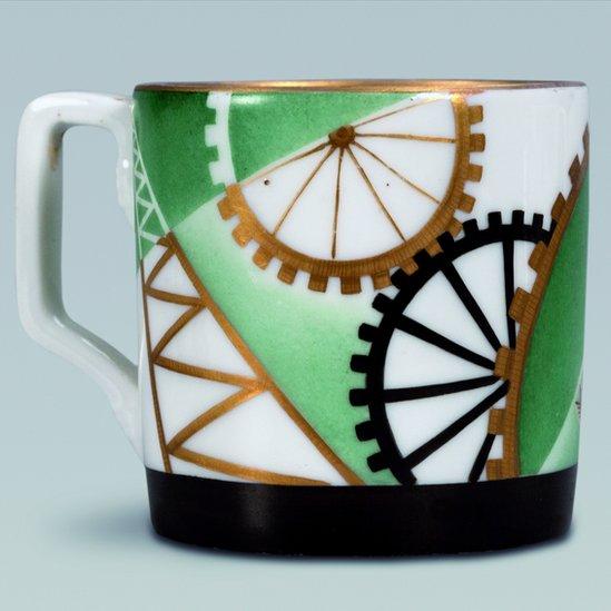 """""""Una taza para servir té"""", de Lyudmila Protopopova (1931). Porcelana. Crédito: Royal Academy of Arts"""