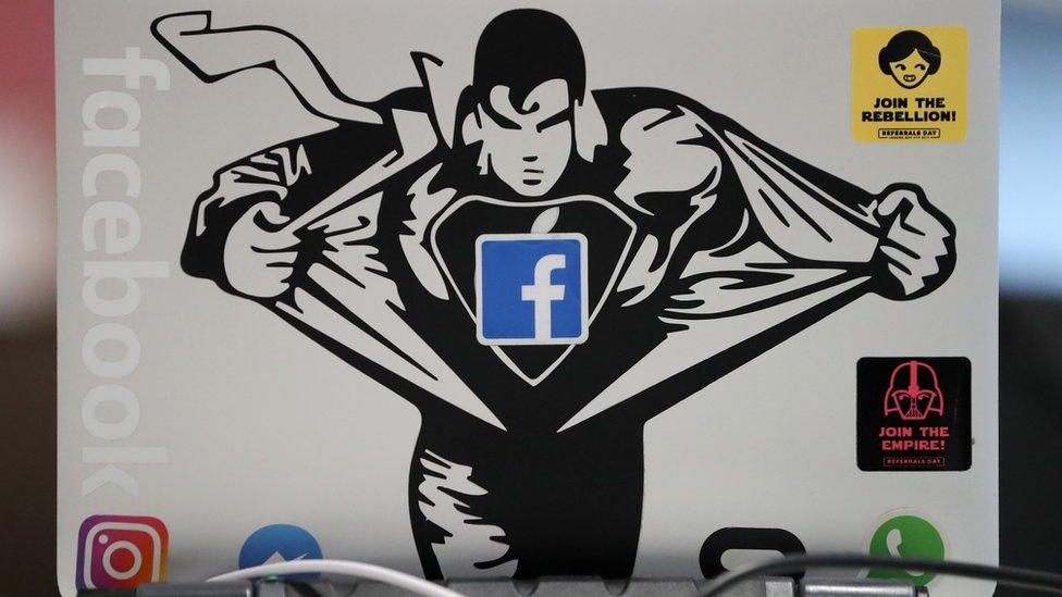Огляд ЗМІ: як побороти фейки у Facebook?