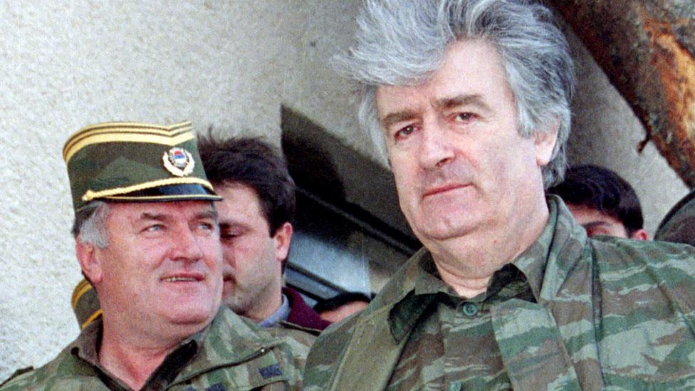 Ratko Mladic junto a Radovan Karadzic