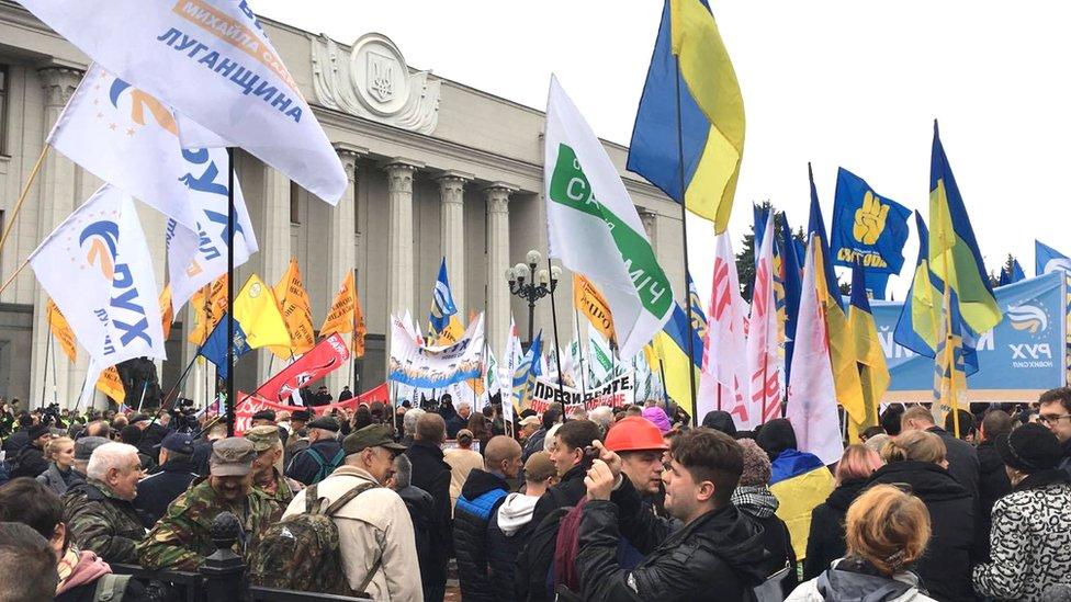 Під стінами Ради активісти вимагають політреформ