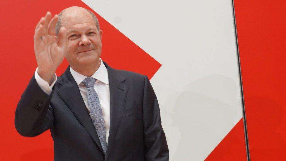 Sandıktan birinci çıkan Sosyal Demokrat Parti'nin başbakan adayı Olaf Scholz