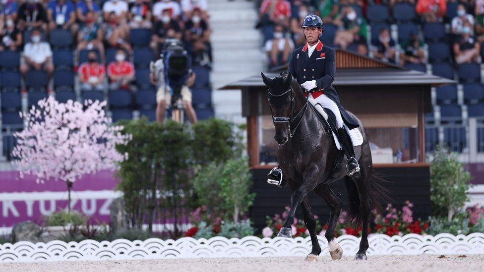 今年54歲的奧運馬術選手卡爾·赫斯特(Carl Hester)