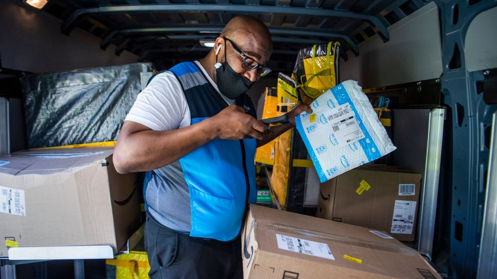 Un conductor de entregas de Amazon