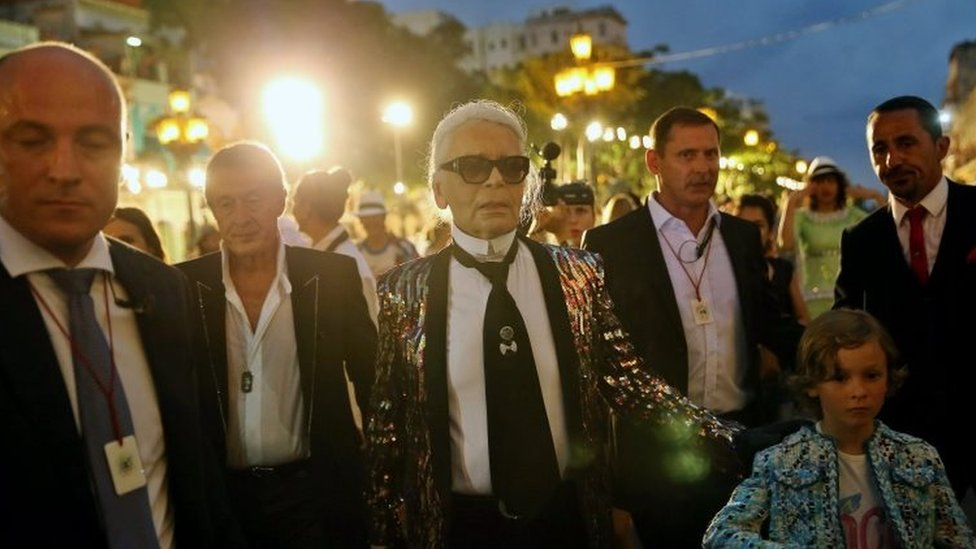 Karl Lagerfeld (centre) after the show in Havana
