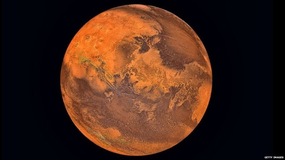 """""""Es plausible pensar que la vida comenzó a evolucionar en Marte y pudo haber sobrevivido hasta hoy en día""""."""