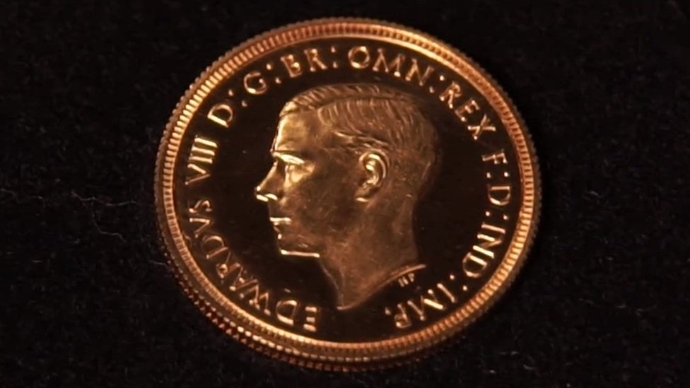 Самая дорогая монета Британии: золотой соверен продан за $1,3 млн