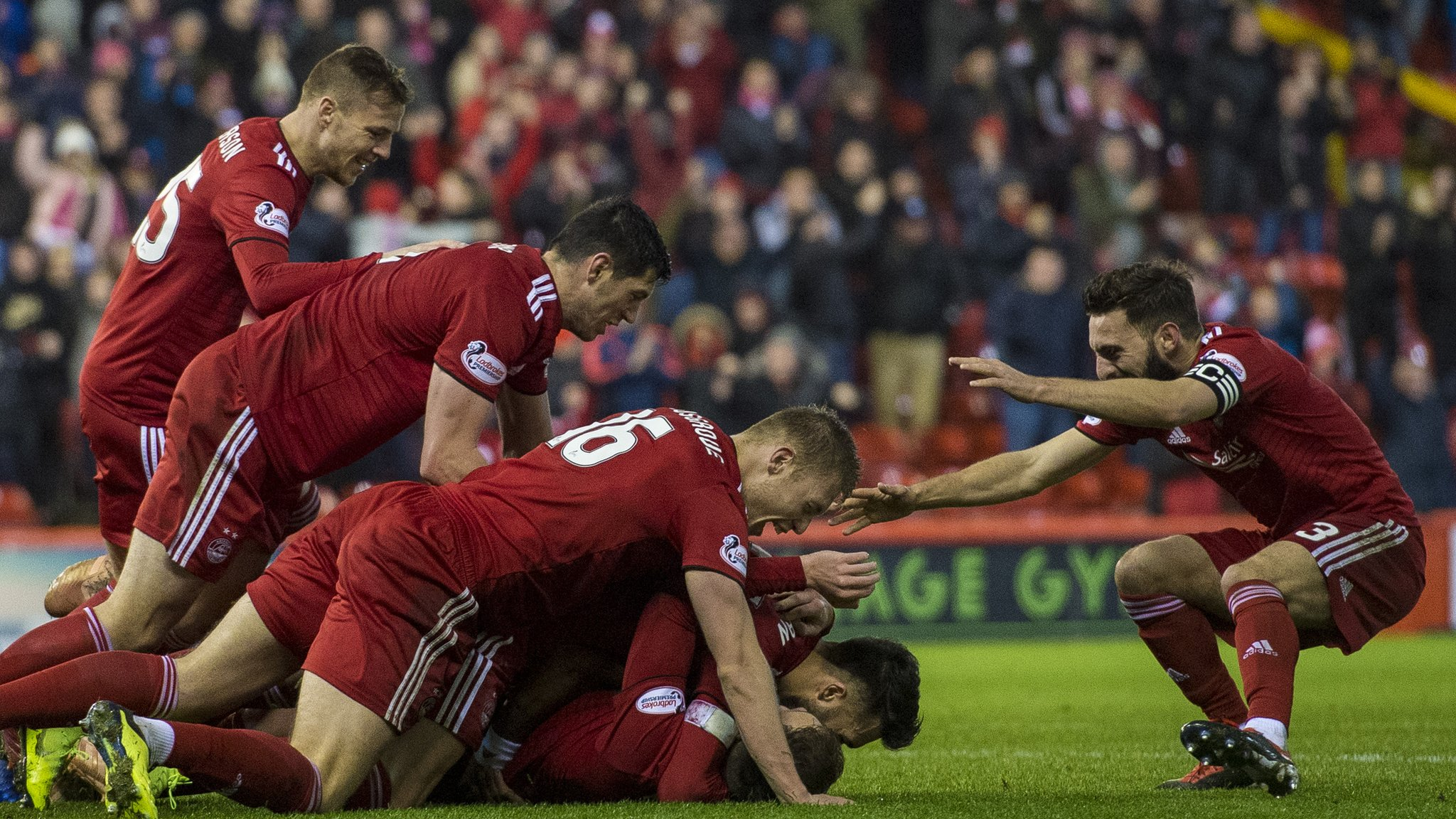 Ferguson overhead kick gives Aberdeen injury-time win over Livingston