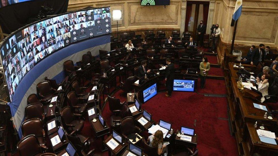 La Ley de Aporte Solidario y Extraordinario fue debatida y aprobada este viernes por el Senado argentino.