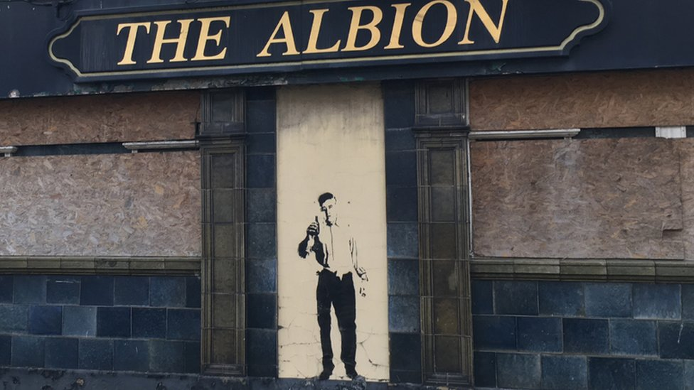 Banksy-style mural appears on Grimsby 'hell pub'