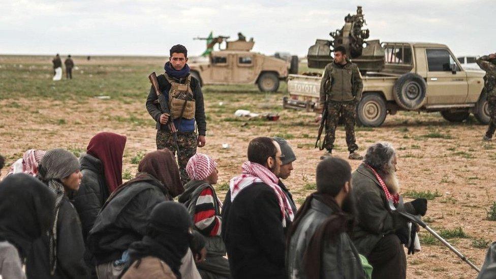 Para tahanan ISIS
