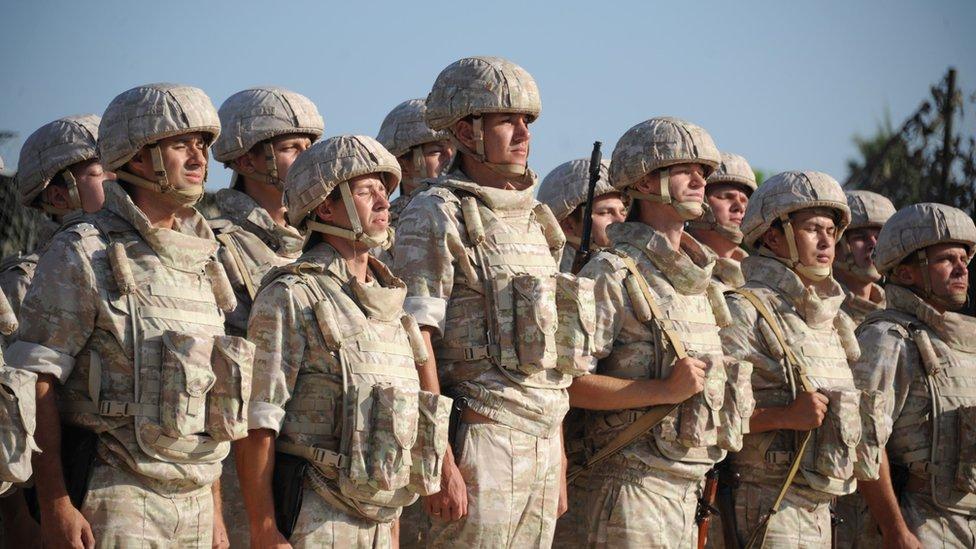 Російські військові розмістилися на сирійсько-турецькому кордоні