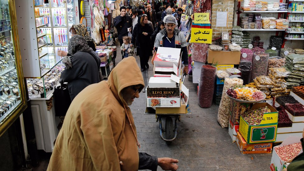 Iranians shop in a bazaar in Tehran, Iran, 5 November 2018