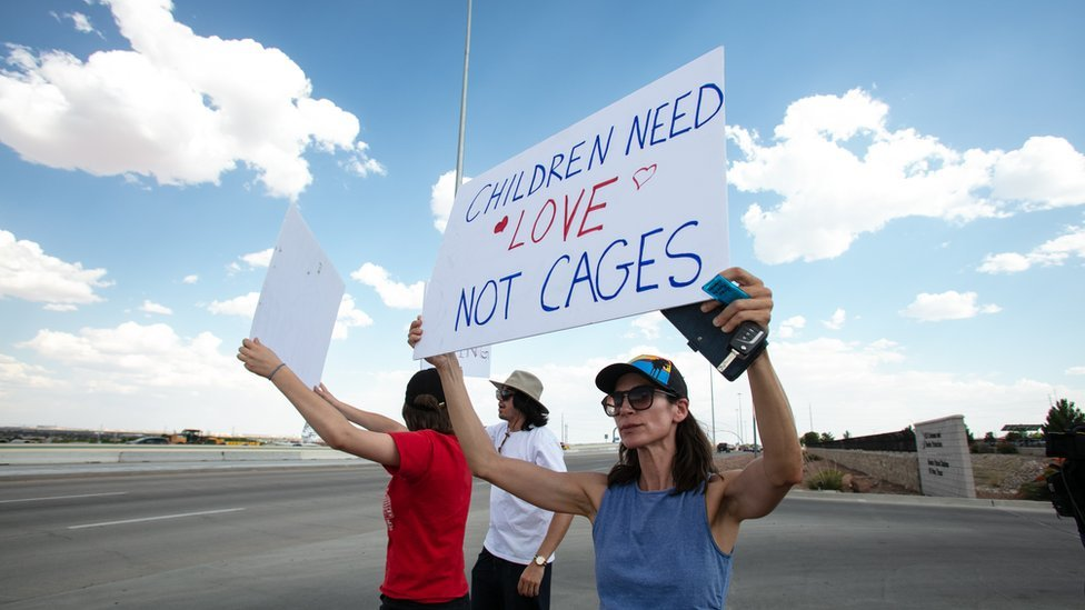 Migrant children crisis: Democrats agree $4.5bn aid for migrants at border