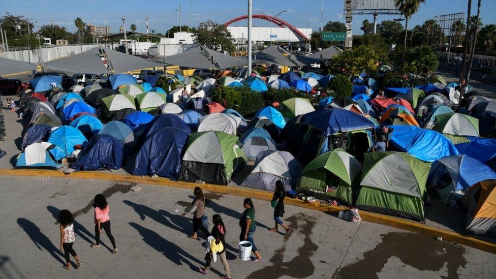 Campamento de migrantes en la frontera mexicana.