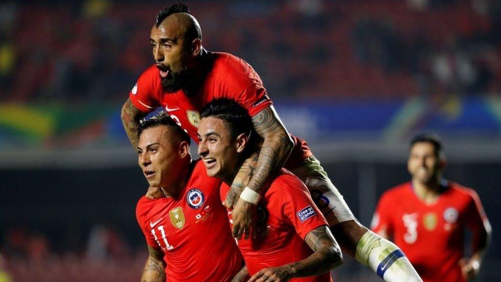 Jugadores de Chile celebran