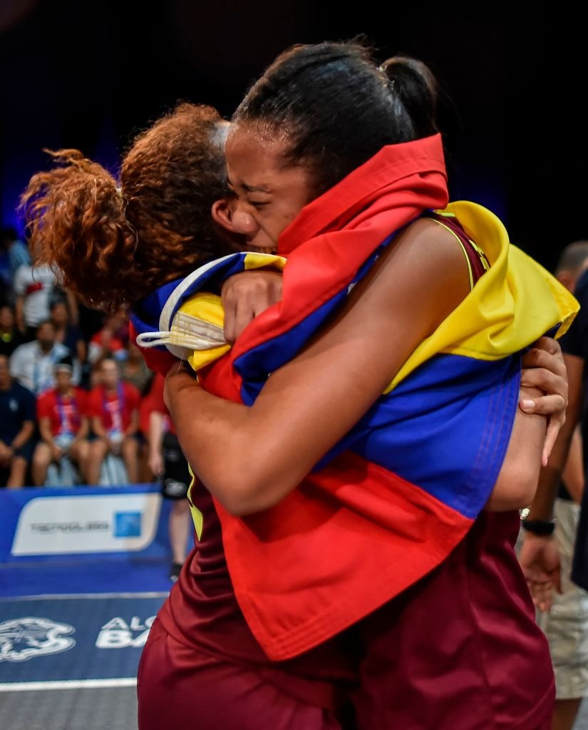 Zapata y Betancourt celebran su triunfo en Barranquilla.
