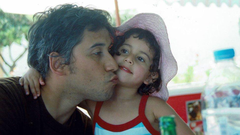 Luis Recabarren junto a su hija