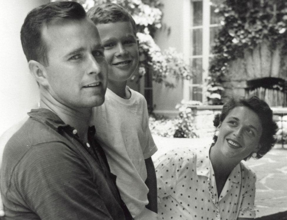 Bush con Barbara y su hijo George