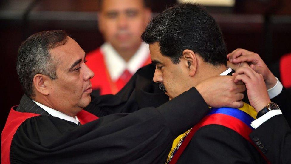 El inicio del segundo mandato de Maduro ha estado envuelto en la polémica.