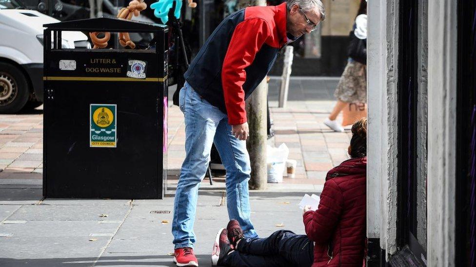 Persona sin hogar en Escocia.