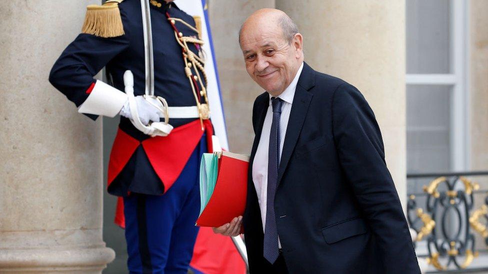 وزير الخارجية الفرنسي، جان-إيفز لودريان، طالب بفرض المزيد من الضوابط على إرسال جرعات لقاح خارج الاتحاد الأوروبي