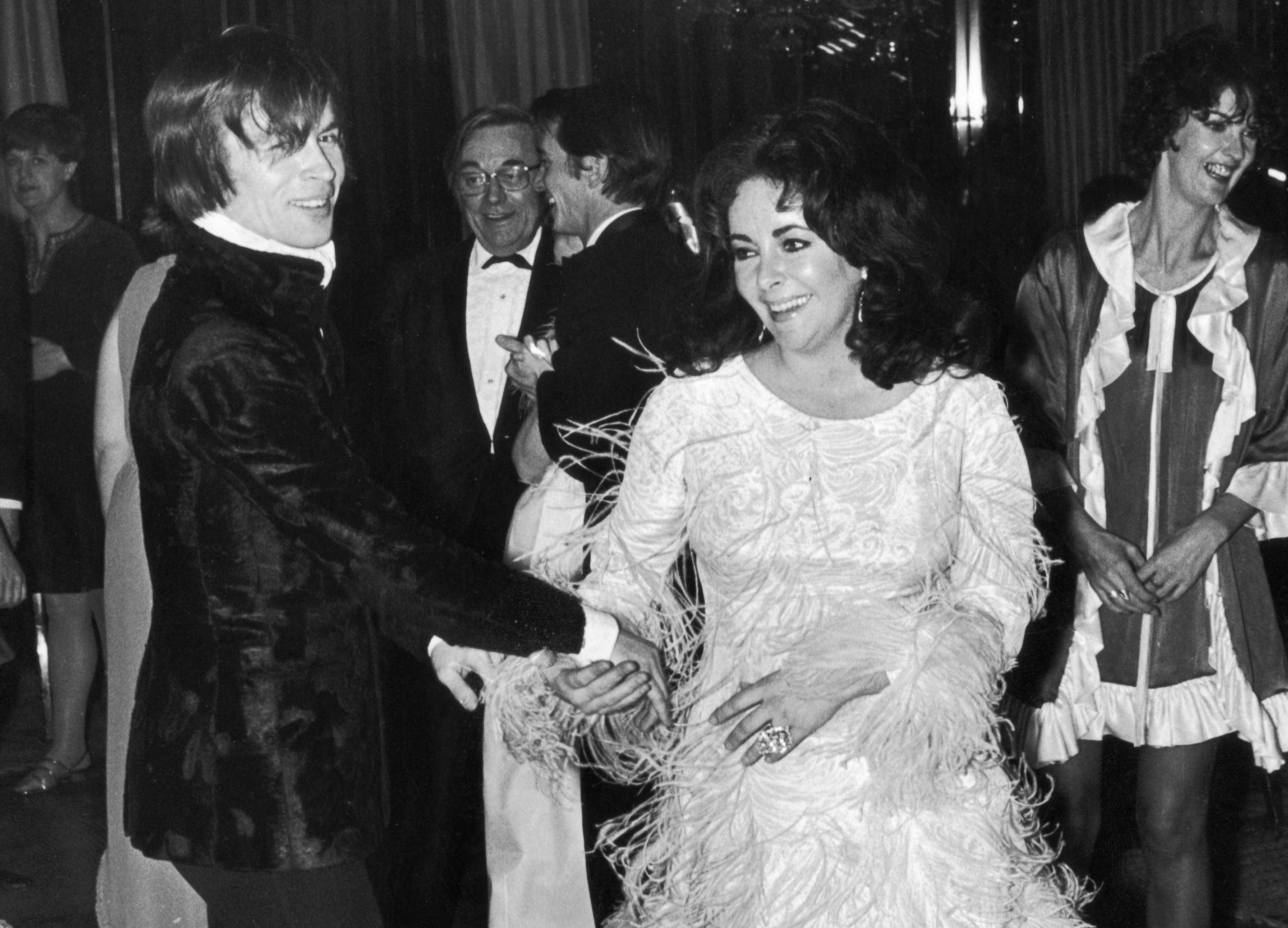 Nurejev pleše sa Elizabet Tejlor na žurci 1968. godine.