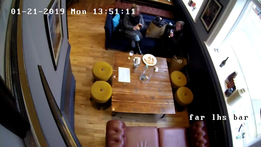 Women put hair in Sunderland pub pizza for refund
