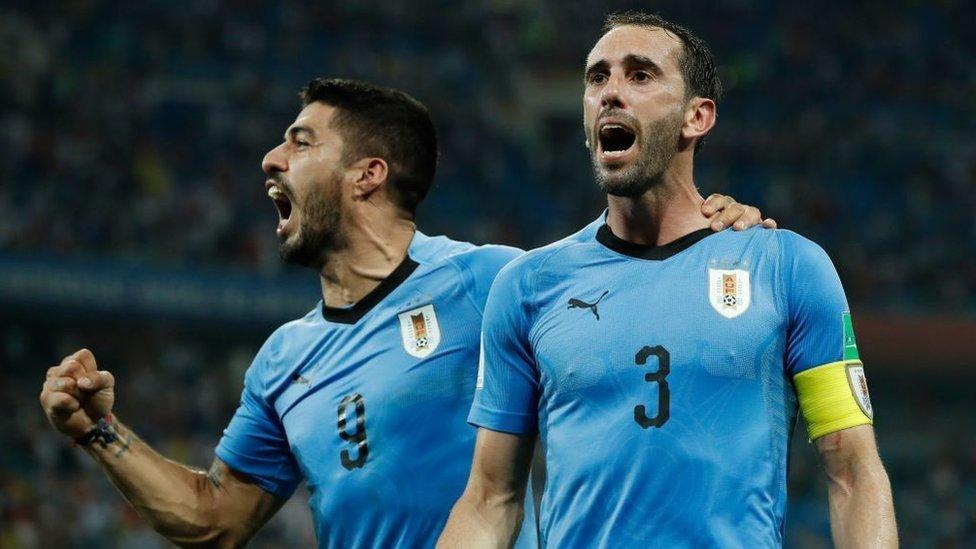 La Celeste de Suárez y Godín busca frenar la cadena de triunfos gala frente a equipos sudamericanos.