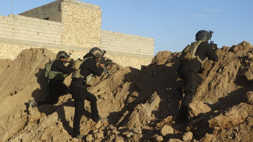 Iraqi security forces take combat position at the front-line with Islamic State group militants