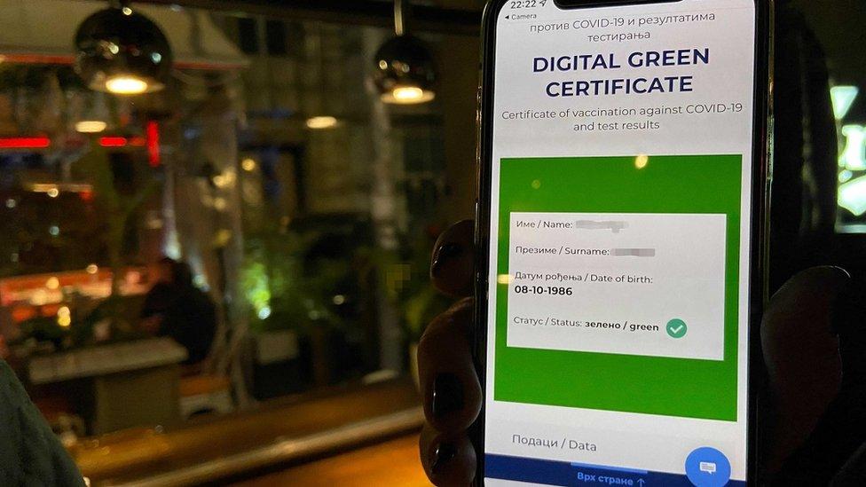 Korona virus u Srbiji i mere: Kako je izgledala prva noć provere kovid propusnica u Beogradu