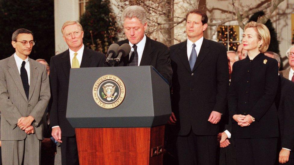 Bill Clinton en un mensaje a medios