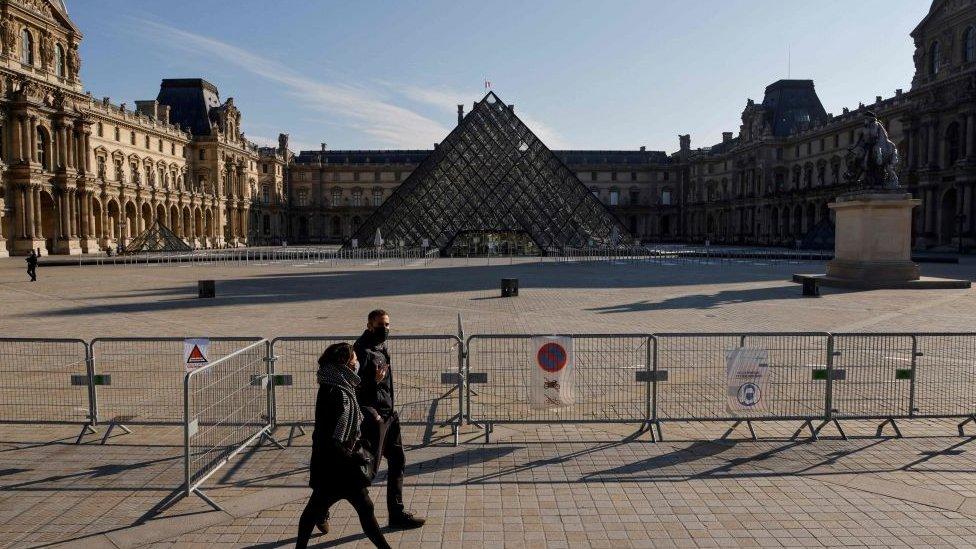 Museo del Louvre en París.
