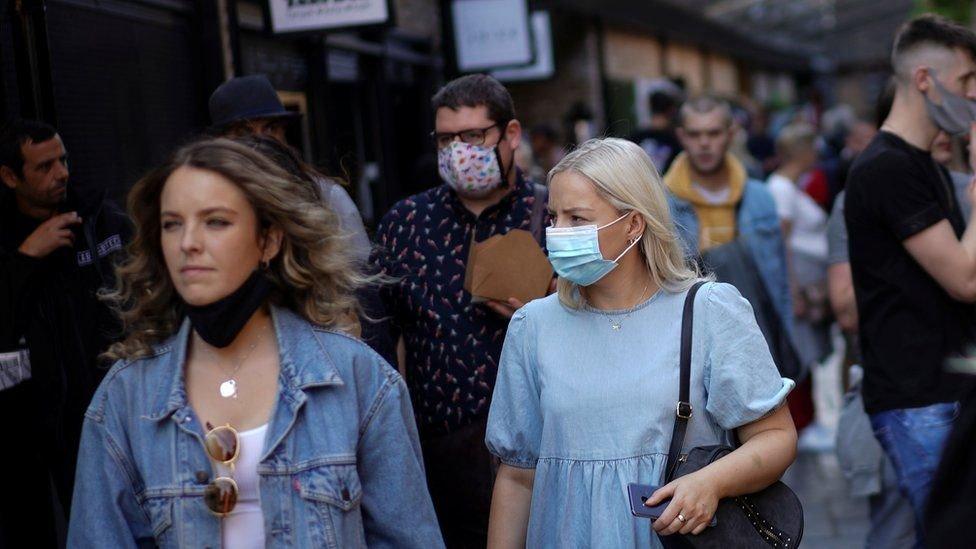 Коронавирус в мире: нарастающая тревога в Англии и недовольство в Мадриде
