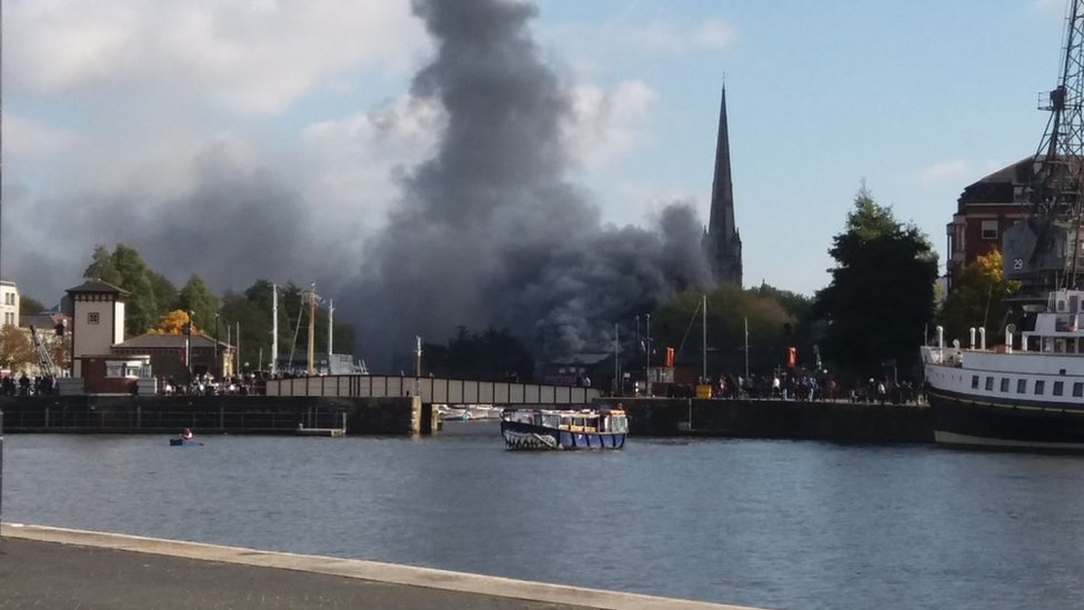 Large fire at derelict boathouse in Bristol