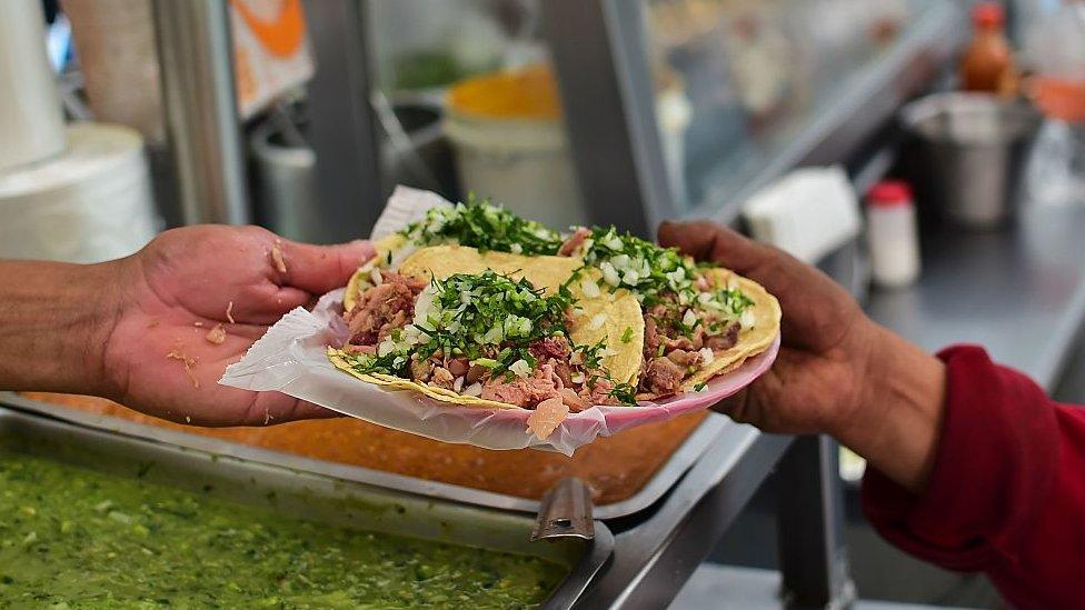 Un plato de tacos