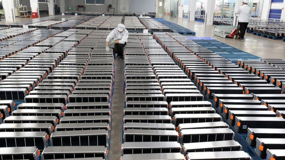 Daha büyük fabrikalar elektrikli araç pillerinin fiyatının ucuzlamasını sağlıyor