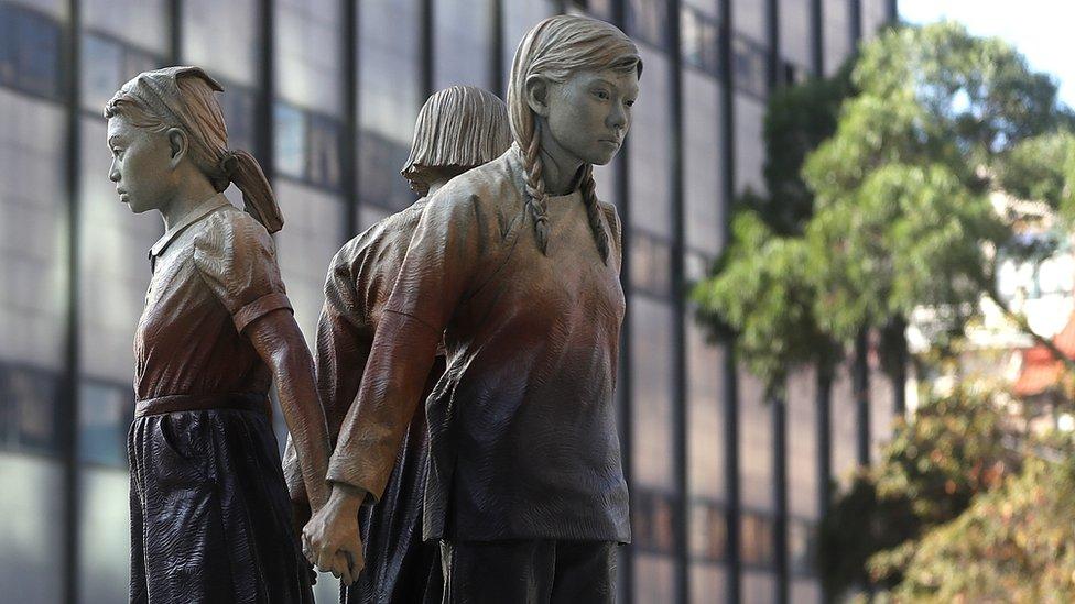米サンフランシスコ、「慰安婦」像を正式受け入れ - BBCニュース