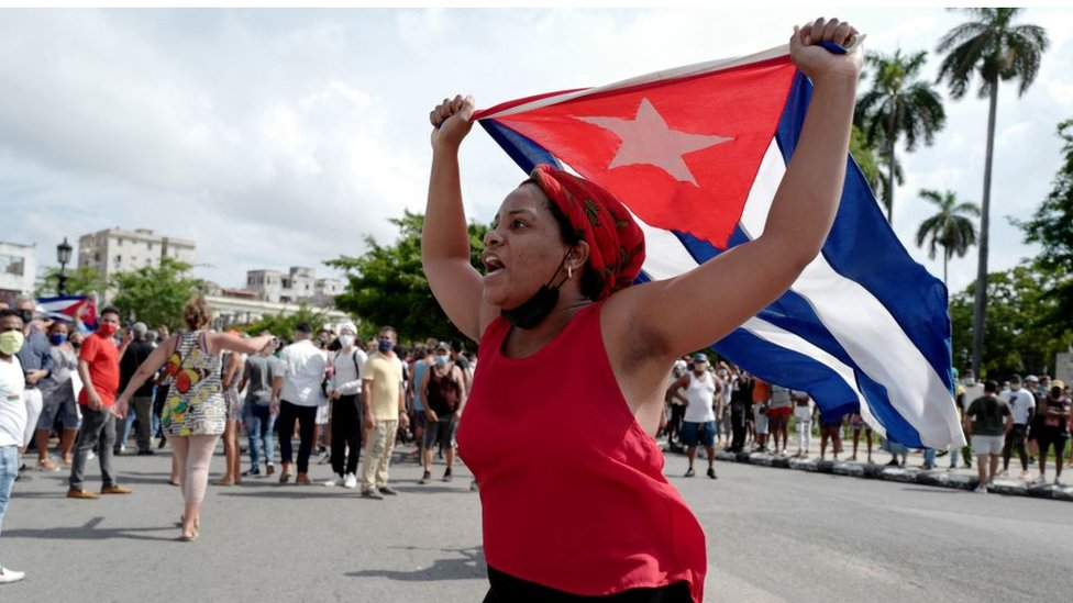 Manifestante em Cuba no ato de 11 de julho