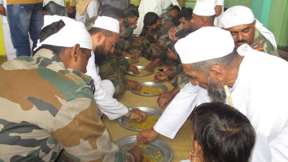 बाढ़ में सैनिकों की मदद से इतने ख़ुश हुए कि ईद पर बुलाया घर