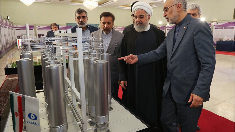 الرئيس روحاني مع علي أكبر صالحي.