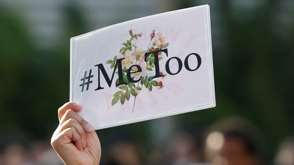 Cartel de #M;eToo en una manifestación