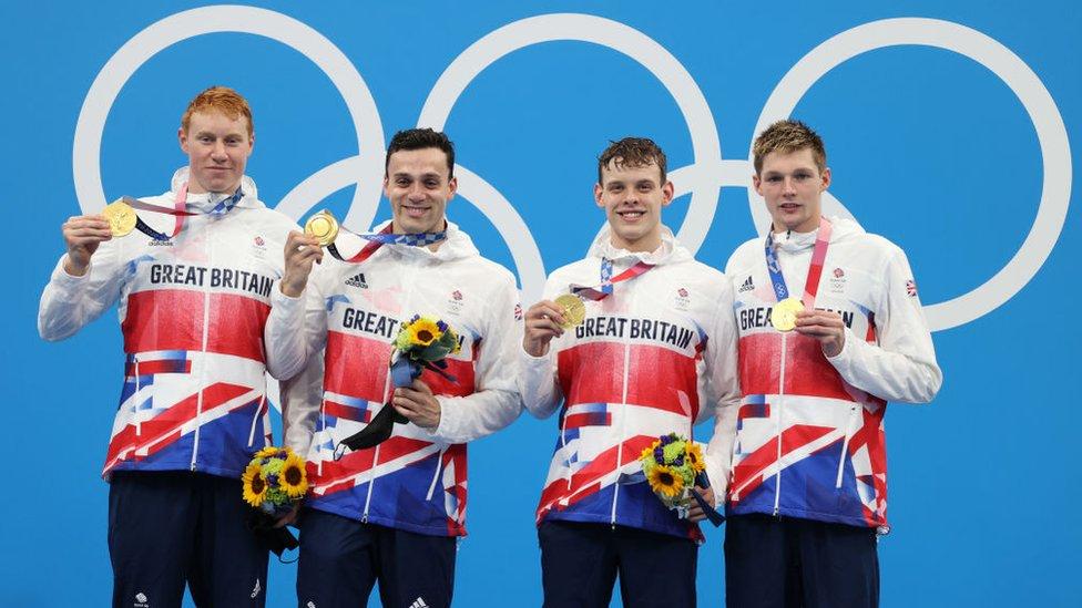De izquierda a derecha: Tom Dean, James Guy, Matthew Richards y Duncan Scott