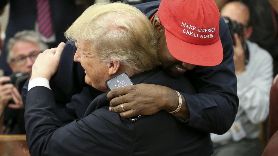 ويست يعانق ترامب في البيت الأبيض